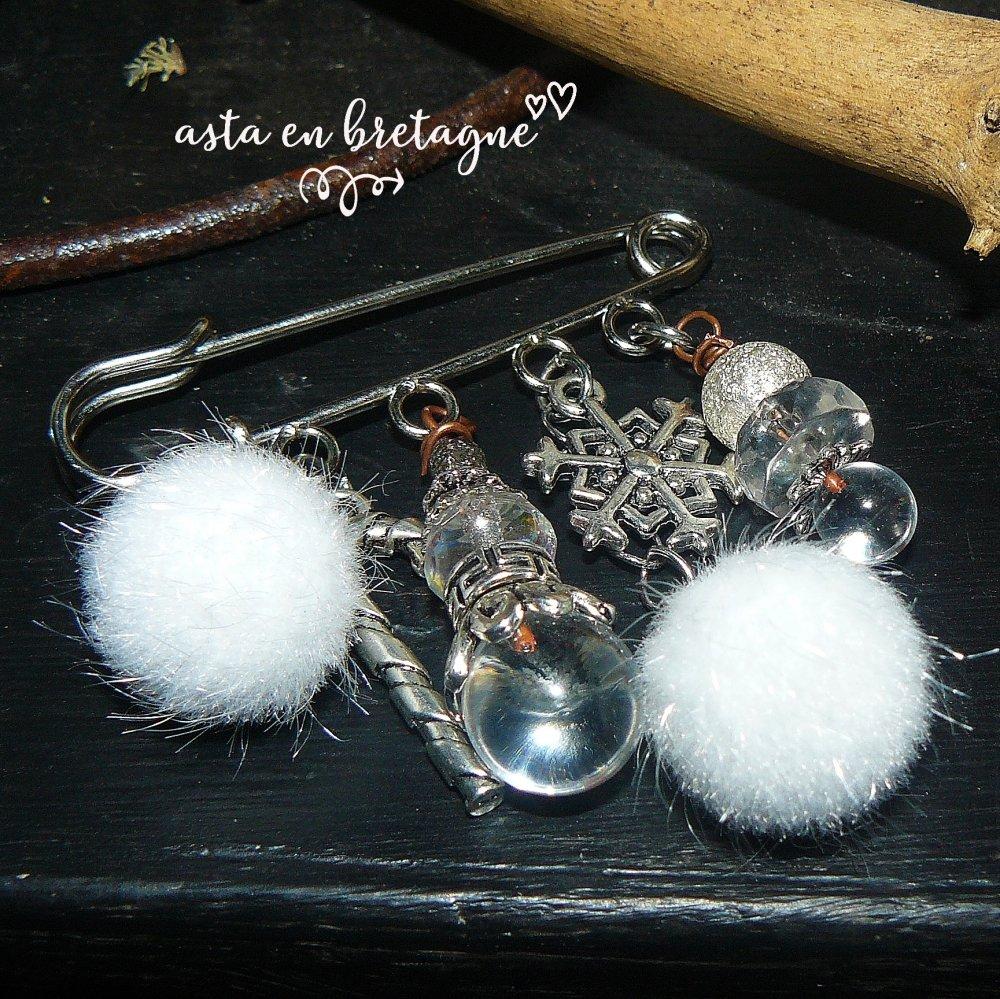Broche, verre filé, verre de bohème, argent tibétain, pompon - idée cadeau Noël blanc ♡ BOULES DE NEIGE ♡