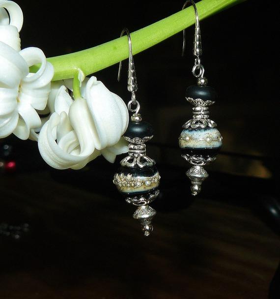 VENDU - Nuit d'Argent ✿ Boucles d'oreilles bohème, verre filé ✿ Idée cadeau  St Valentin