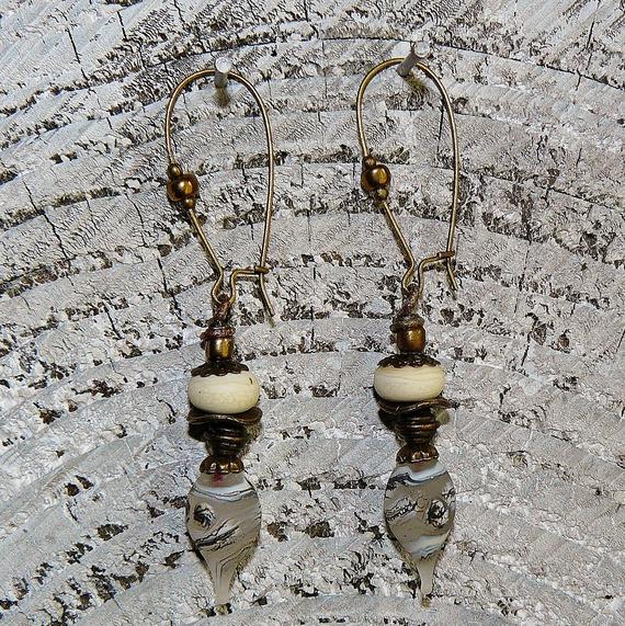 """VENDU - Boucles d'oreilles """"Ivoire"""" ✿ bohème chic, romantique, perles filées & bronze ✿ Idée cadeau - Été, doré, ivoire, mariage"""