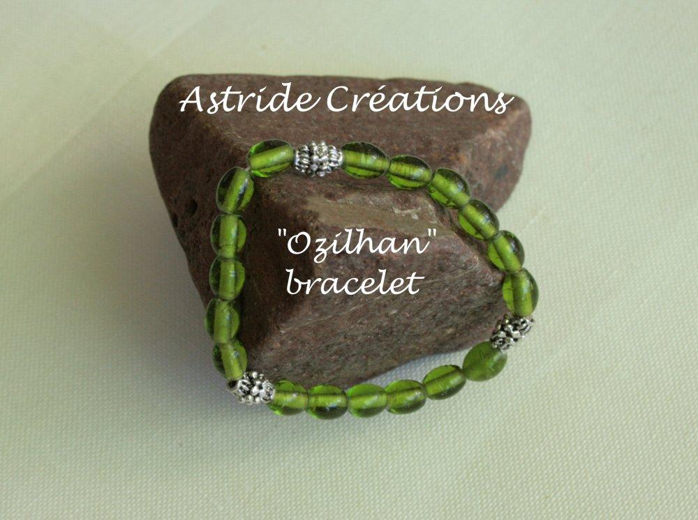 """Ozilhan"" bracelet de perles ovales en verre translucide vert, type tibétain"