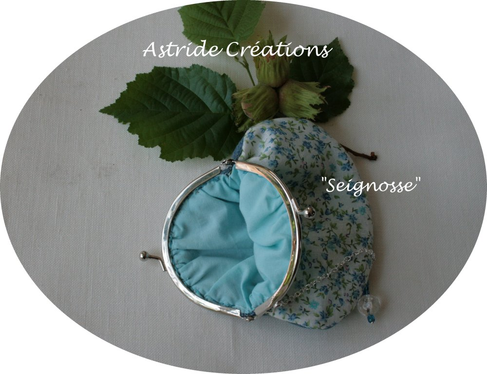 """Seignosse"", porte-monnaie en jean et tissu Liberty bleu."