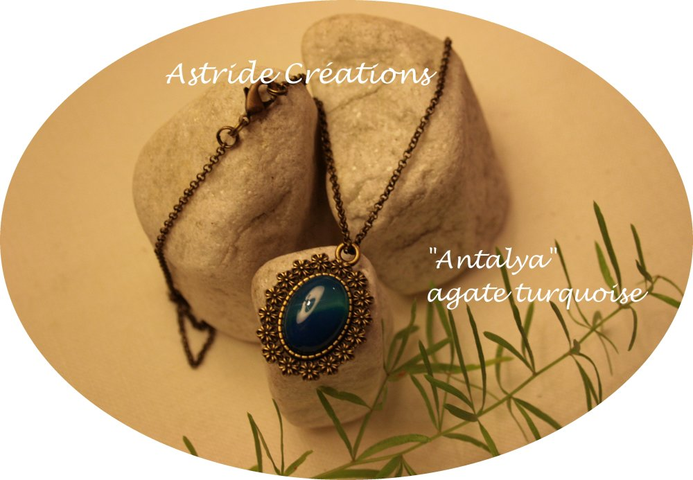 """Antalya"" chaîne médaillon bronze agate turquoise."
