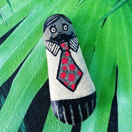 Galet peint à la main painted rock monsieur costume cravate work moustache décoration cadeau caillou art