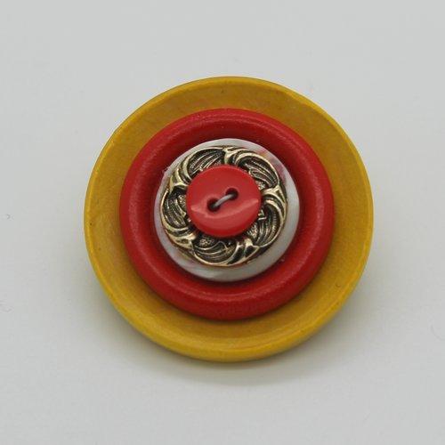 Broche bouton,jaune moutarde rouge,fait main,bijou,épingle sécurisée,accessoire femme,cadeau elle,anniversaire,noël,fête des mères