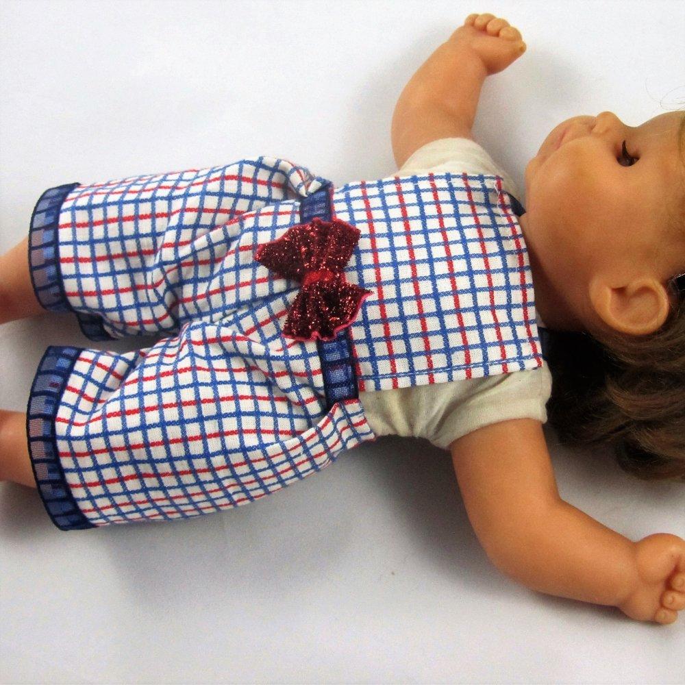 """Vêtements pour poupon 26cm, corps souple en tissu - """"Short/salopette coton quadrillé"""""""