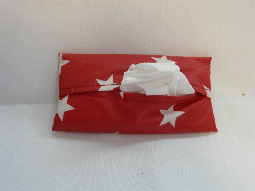 Porte mouchoirs rouge à étoiles blanches