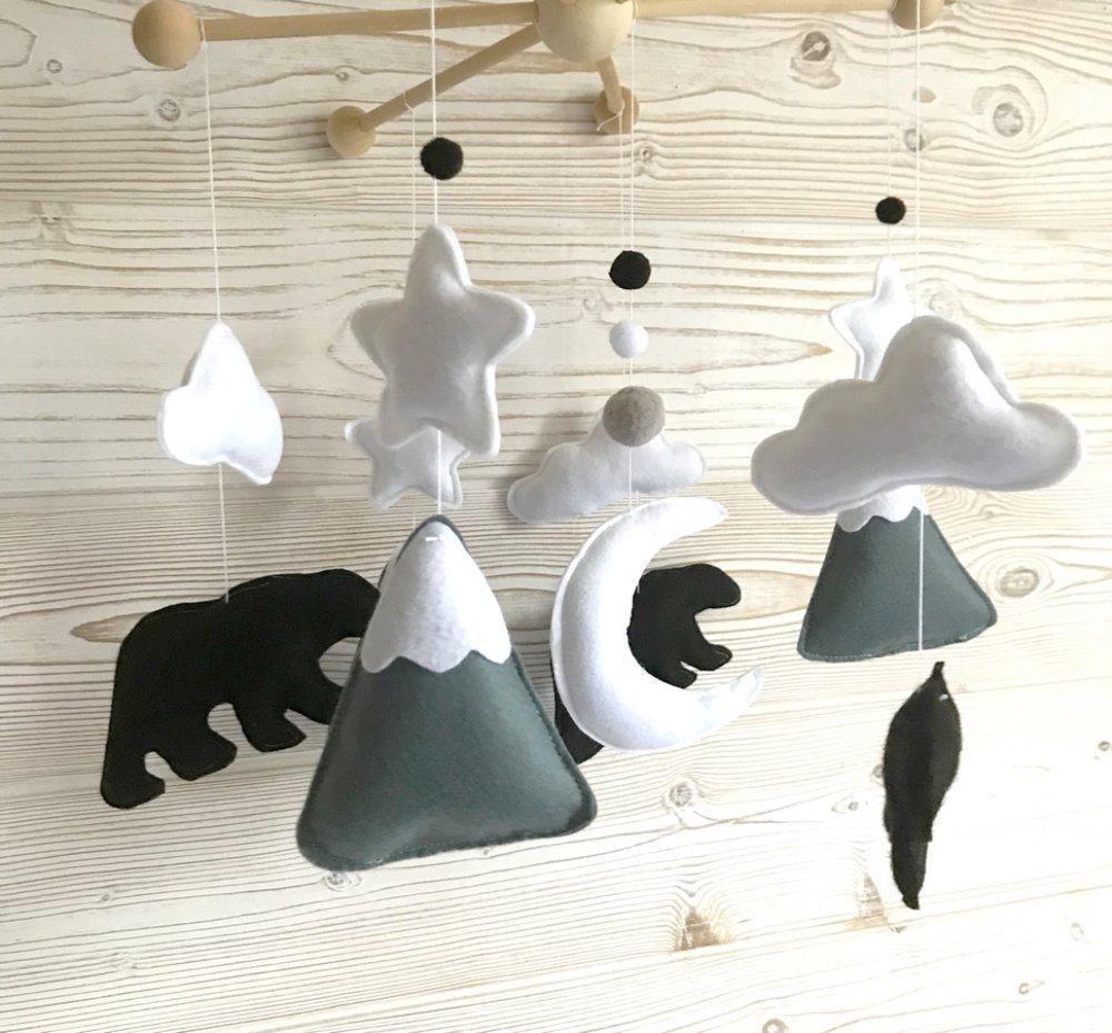 mobile bébé, decoration chambre bébé, mobile noir et blanc,jouet eveil , decoration montagnes