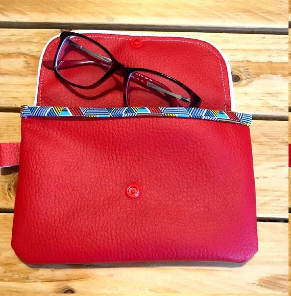 pochette simili cuir, trousse tendance et colorée, etui a lunettes, pochette rouge, accessoire simili cuir