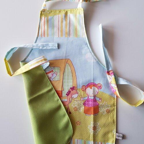 Tablier enfant tissu coton motif petits cow boy chariot doublé coton vert
