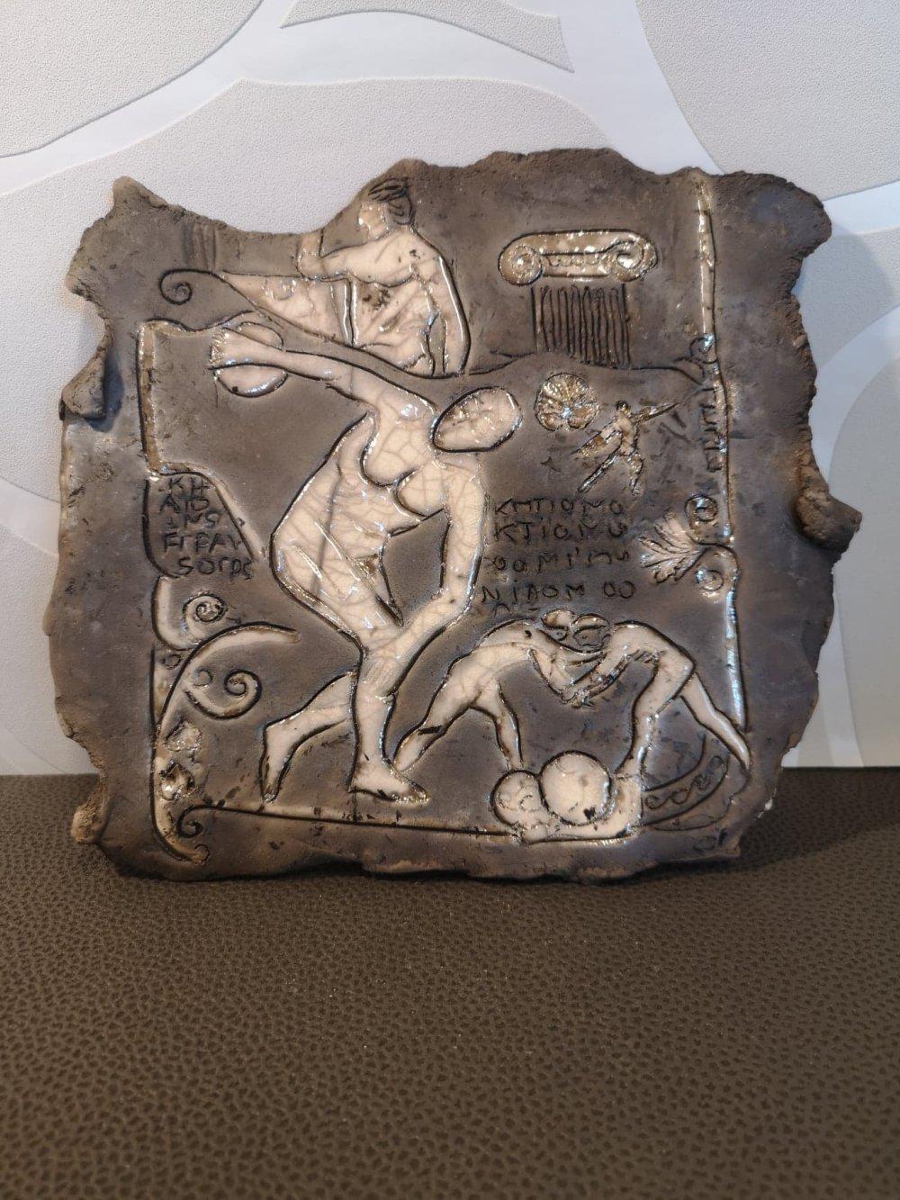 Plaque grec en céramique raku