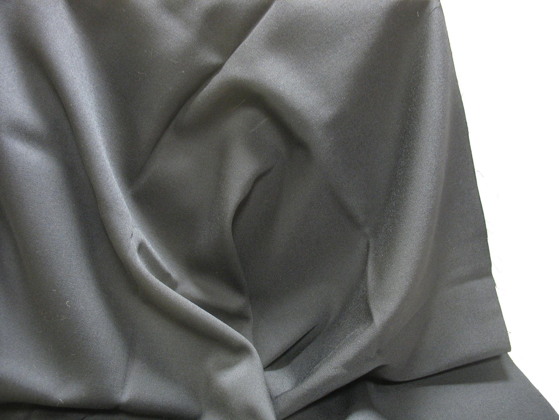 Coupon de lainage noir, pure laine vierge qualité woolmark,