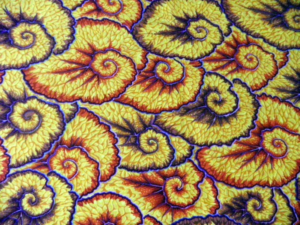coupon de tissu ammonite sur fond jaune