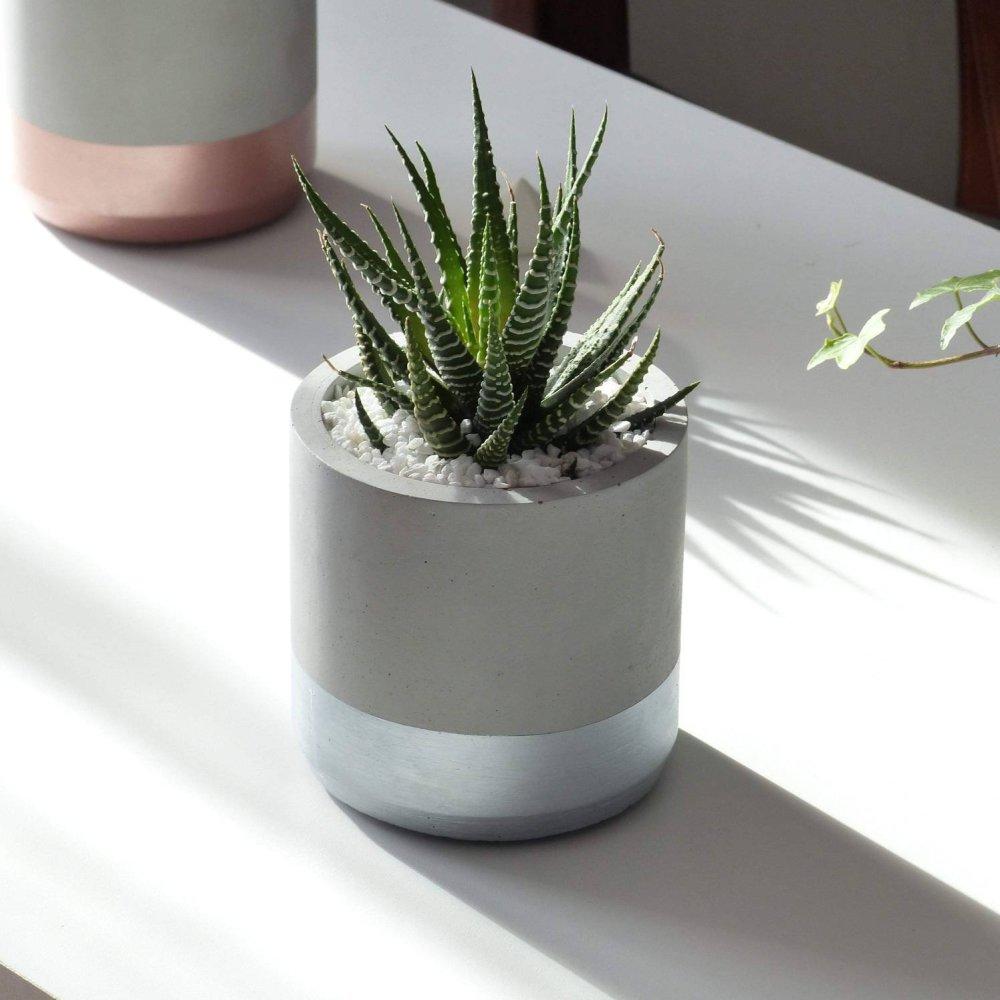 Pot de fleurs rond argenté