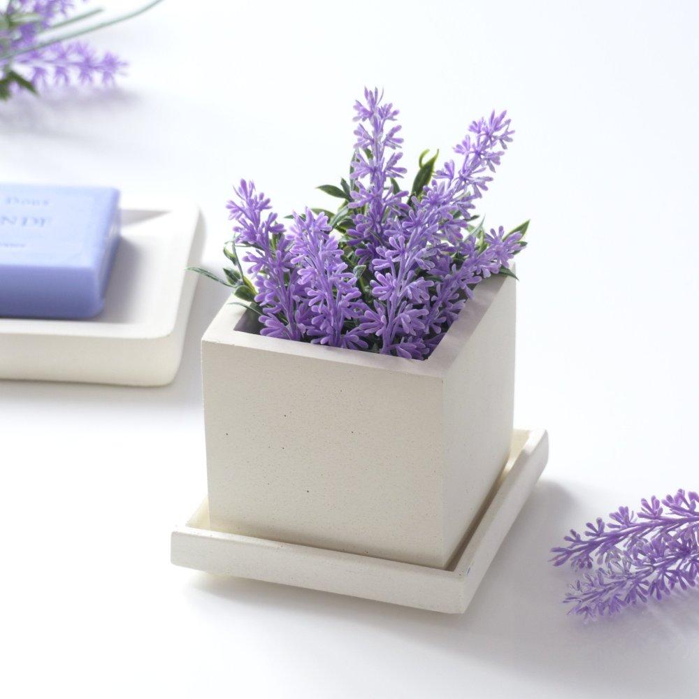 Pot de fleurs carré