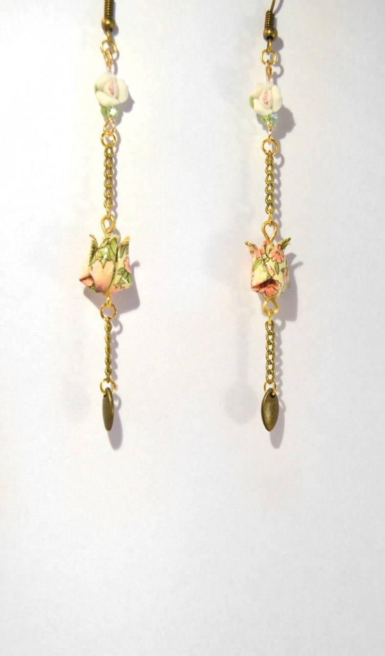Boucles d'oreilles Origami bouton de Lotus Arihito 在仁 céramique.