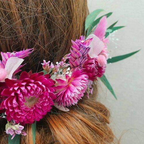 Demi couronne bohème de mariage angelina fleurs séchées et stabilisées rose framboise, fuchsia et blanc