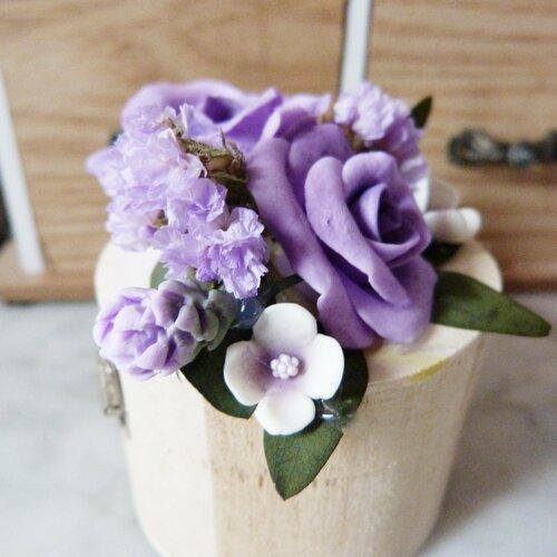 """Boîte porte alliance """"livia"""" fleur en porcelaine et séchées lilas et blanc"""