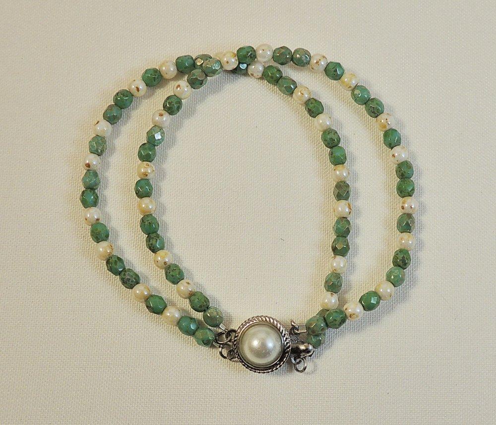 Double bracelet en perles de verre Tchèque ivoire et vert