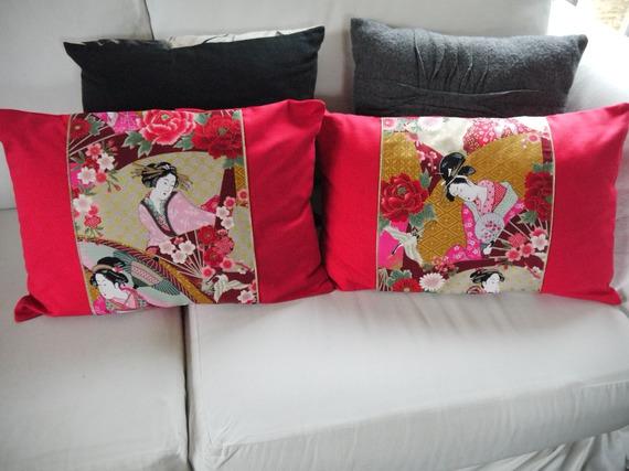 2 housses de coussin - tissu Japonais - rouge or blanc.. passepoil doré 30 x 50