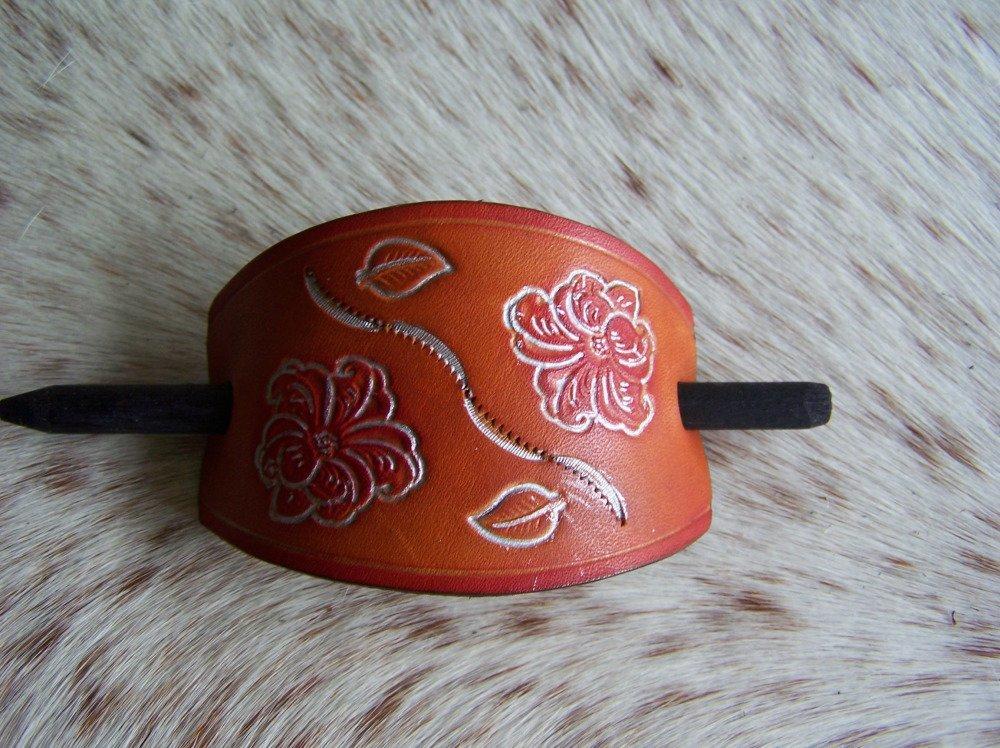 barrette à cheveux artisanale en cuir brun et rouge, fleur, romantique, taille moyenne à grande