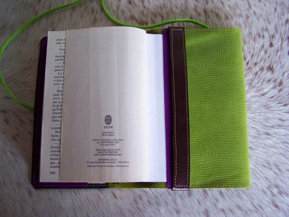 Protège livre en cuir vert et violet décorée de fleur, protège livre romantique et feminin