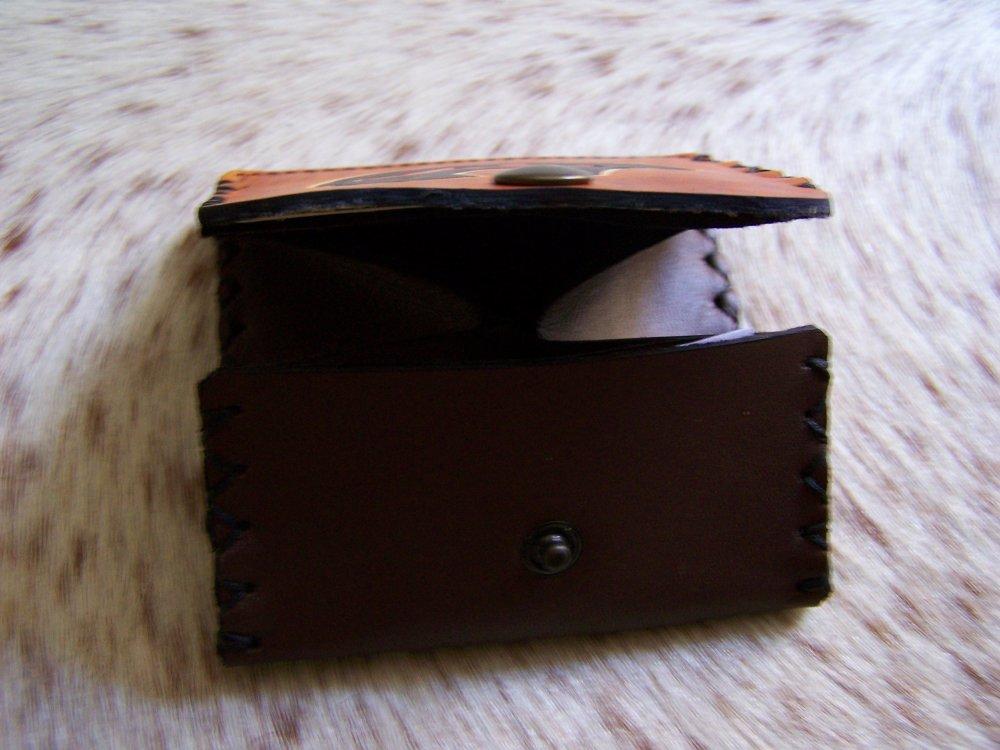 Porte monnaie artisanale, en cuir marron brun, décor Celtique, Tribale