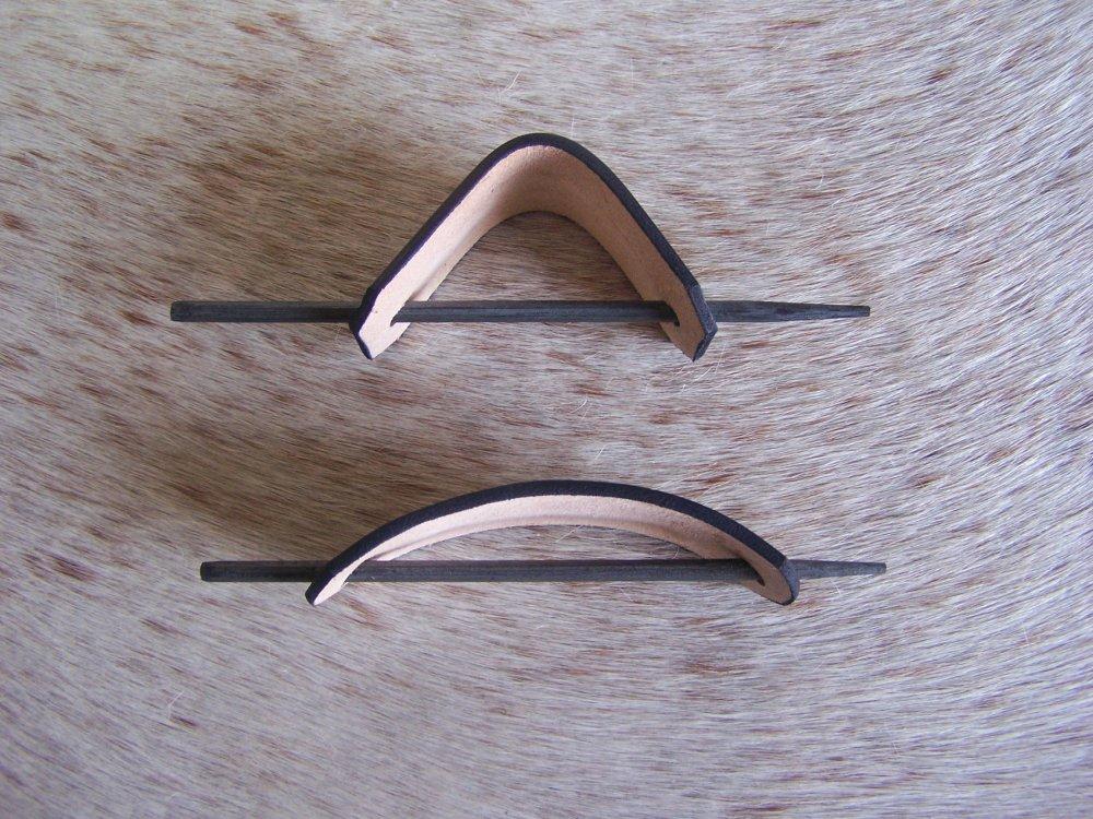 Barrette artisanale en cuir brun, ambré et orangé, décor Art Déco