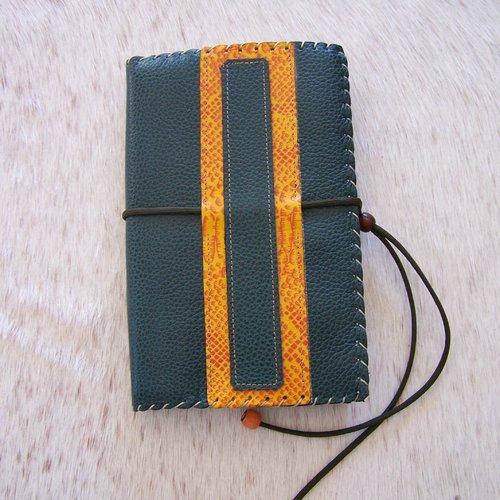 Protège livre en cuir vert et orange, pour livre hauteur max 21cm