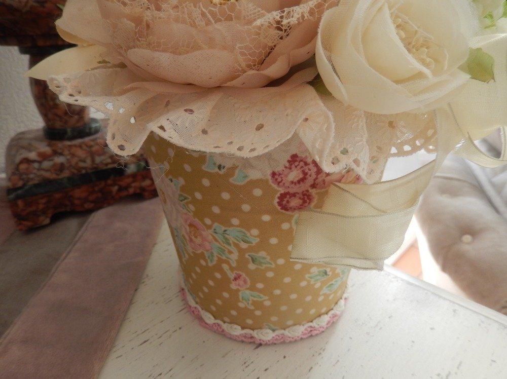 bouquet décor florale couleurs douces dans pot métal gainé tissu galon dentelle ruban