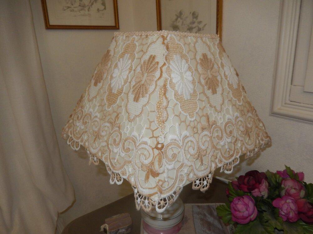 grand abat jour dentelle beige lin ,et blanc cassé 35cm