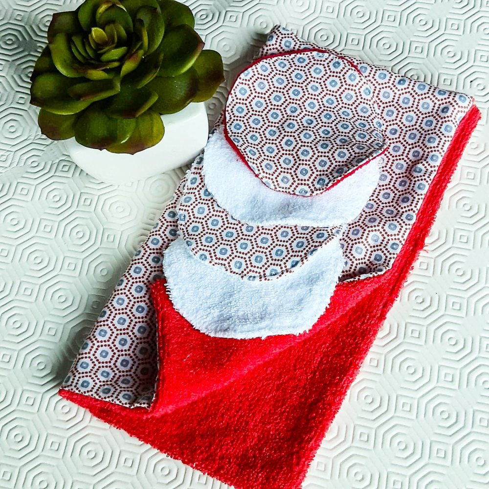 Lot 1 serviette réutilisable et 4 lingettes lavables