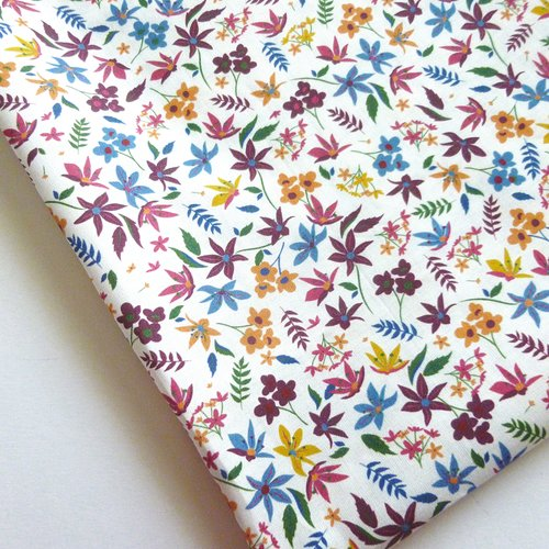 Tissu au mètre popeline de coton motifs fleurs style liberty