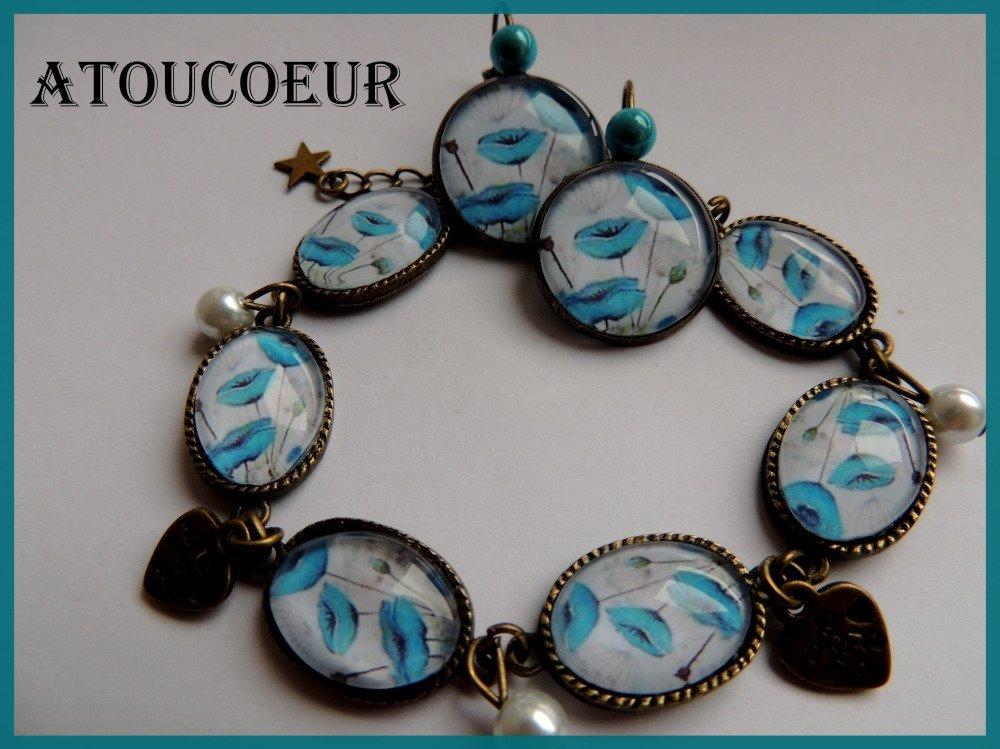 """Boucles d'oreilles/  dormeuses/Cabochon/ """"COQUELICOT BLEU """" métal bronze."""