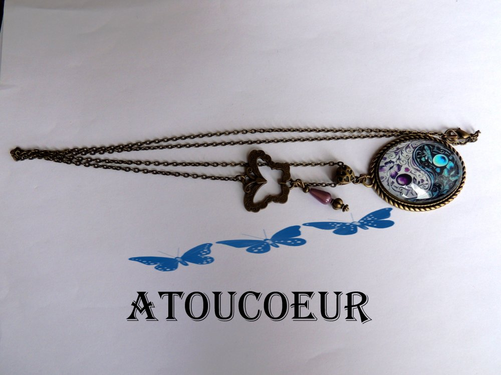 Collier pendentif cabochon   Le Ying Yong  vintage Bohème .