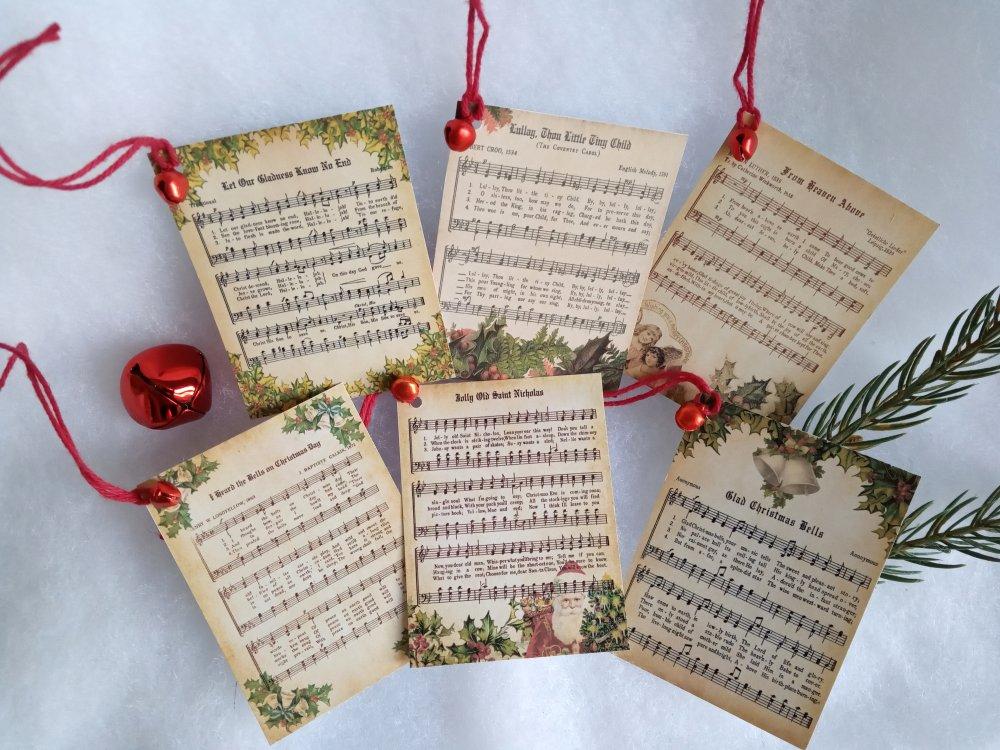 Étiquettes cadeau Noël, 6 étiquettes chants de Noël anciens, grelot rouge et ficelle