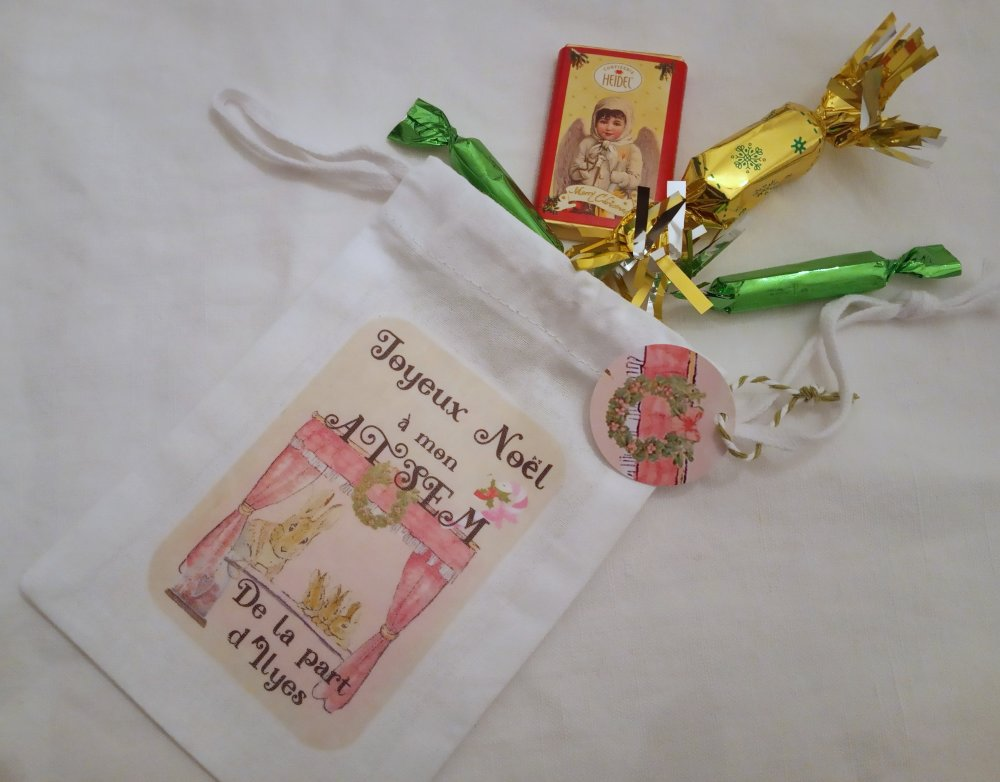 Cadeau Noël ATSEM, Personnalisable, Mini sac tissu Noël, lapin et ses petits, 9,5 x 15 cm