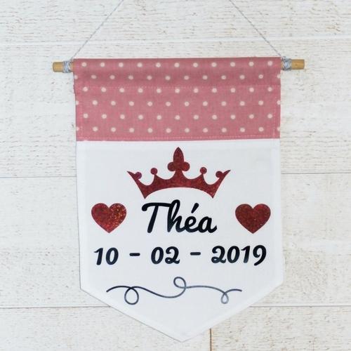 Bannière en tissu à message personnalisable pour une naissance