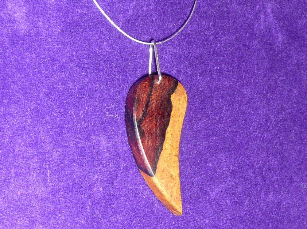 Collier pendentif bois précieux de palissandre