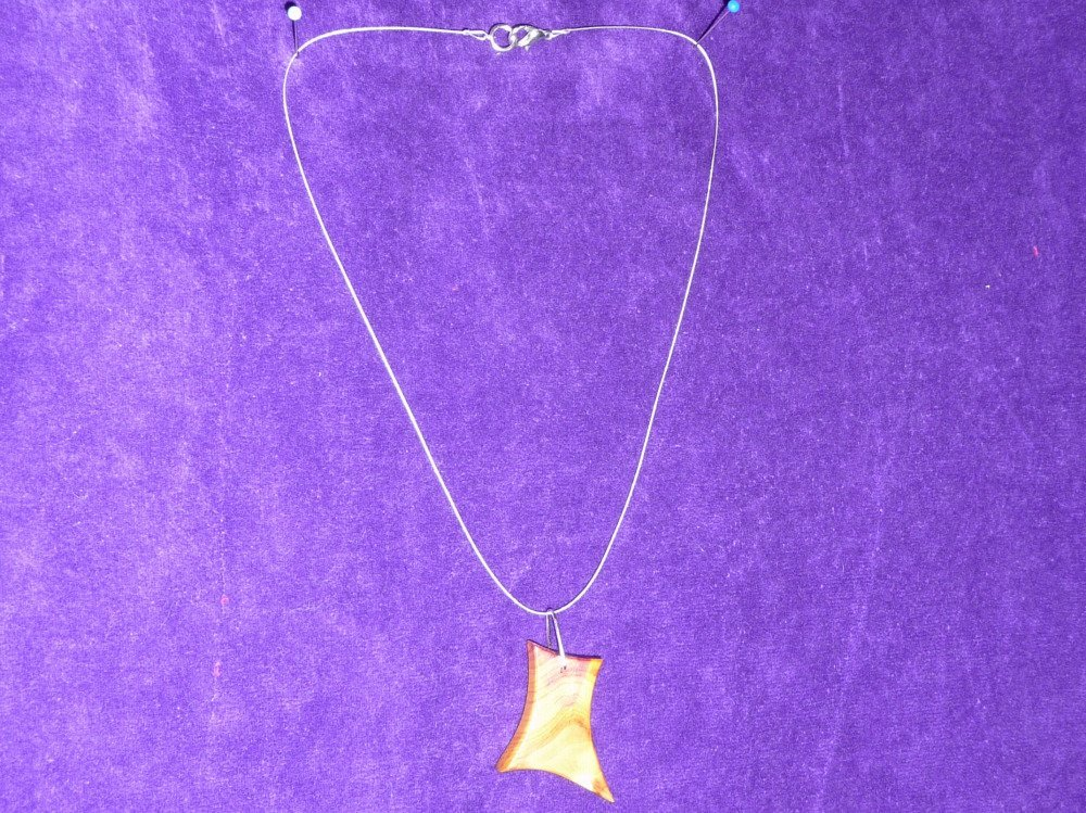 Collier pendentif loupe d'if