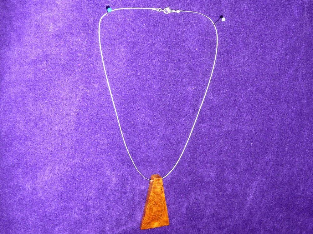 Collier pendentif bois d'if