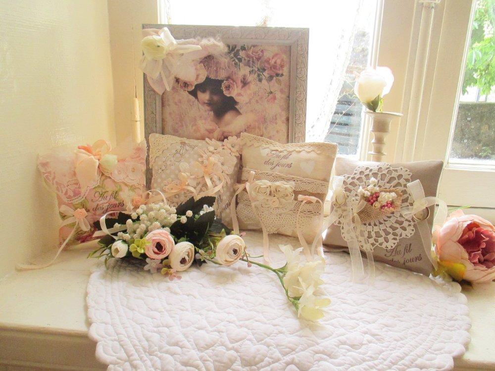 """Coussins d'alliances bouquet de roses """" Un jour pour nous.... """" Création- Au grenier cosy """""""