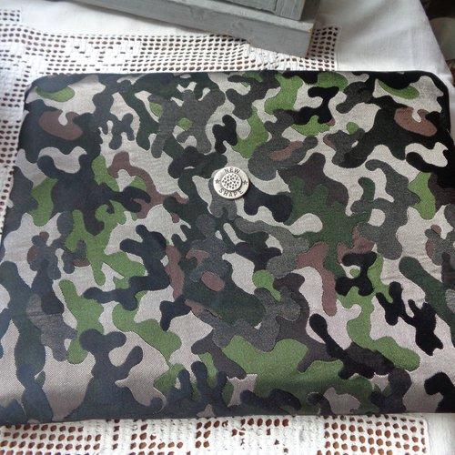 Sac pochette en toile enduite imprimé camouflage