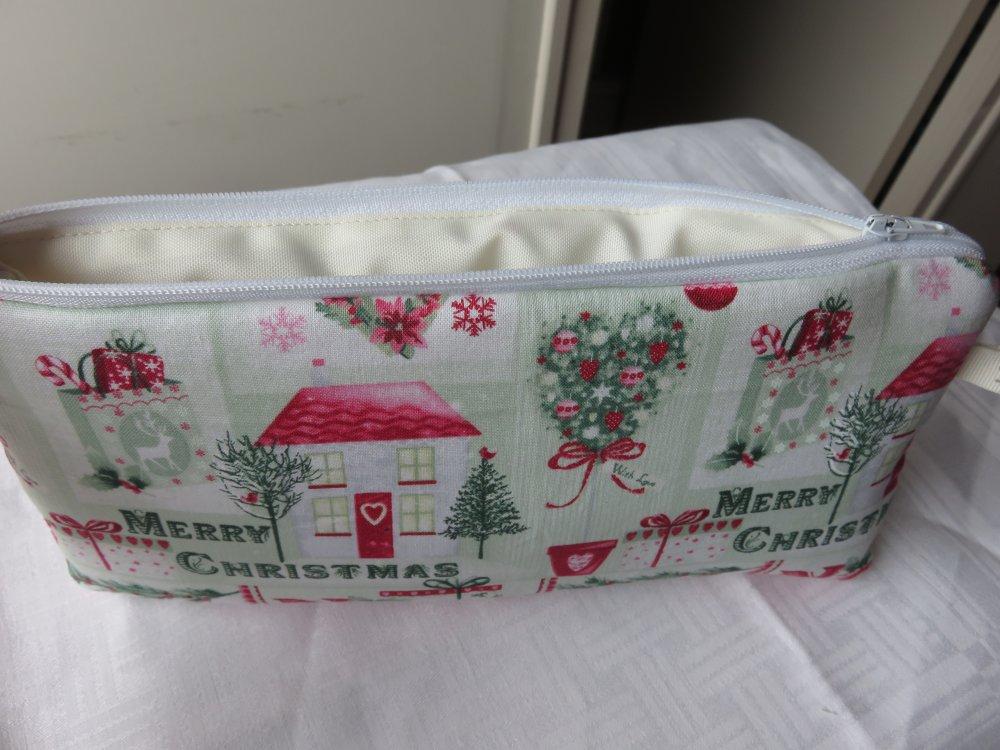 """Petite trousse en tissu patchwork mprimé """"Merry Christmas"""""""