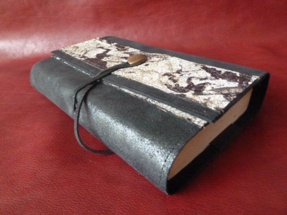 Pour livre de 18 cm de hauteur maxi ,protège-livre ajustable en cuir de vachette noir