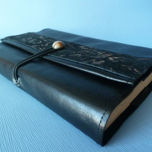 Protège-livre ajustable en cuir de vachette fin noir, avec bande de cuir imprimé noir et or  assorti
