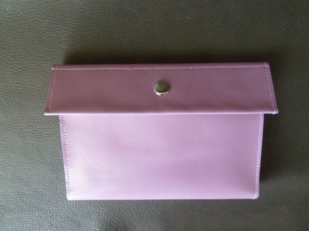 Ordonnancier  ,en cuir caprin  rose-parme ,pour rangement papiers médicaux.