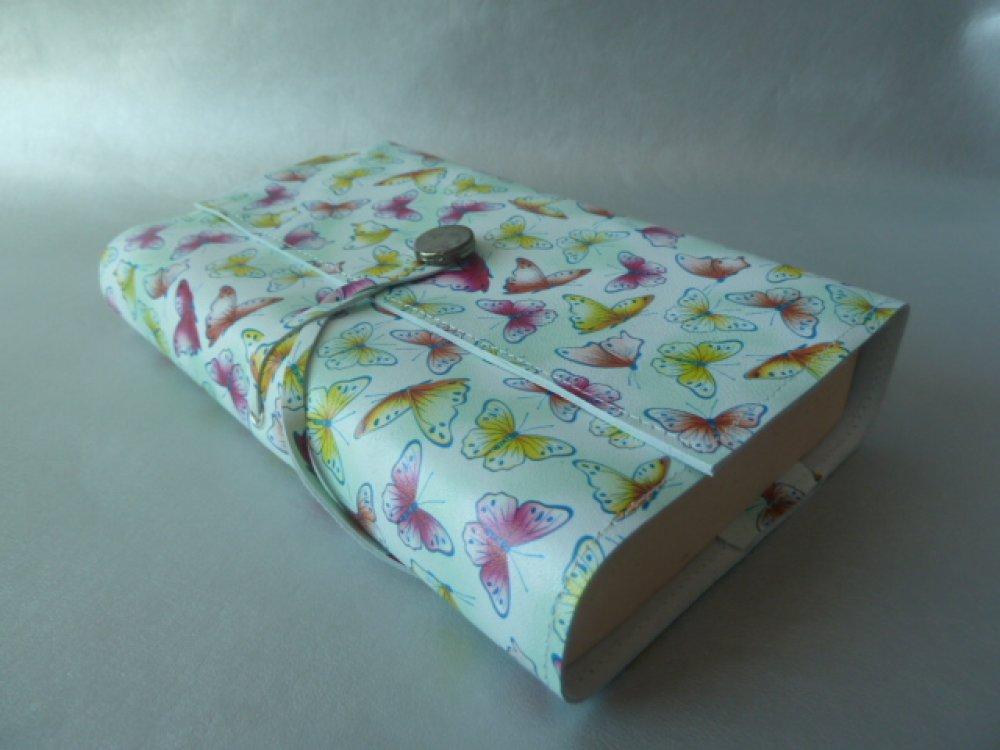 """Protège- livre réglable , en cuir caprin """"imprimé papillons """" ,pour livres de 18 cm de hauteur  maxi ,"""