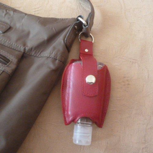 Porte -clef ,porte gel désinfectant pour les mains en cuir de vachette rouge cerise