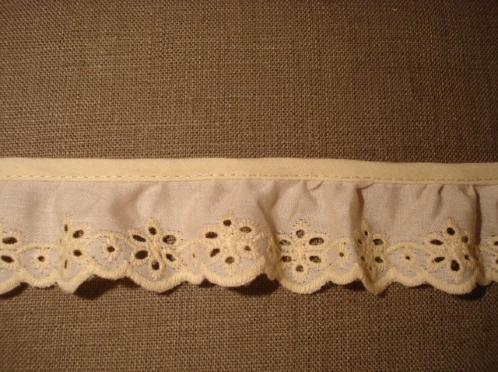 galon broderie anglaise