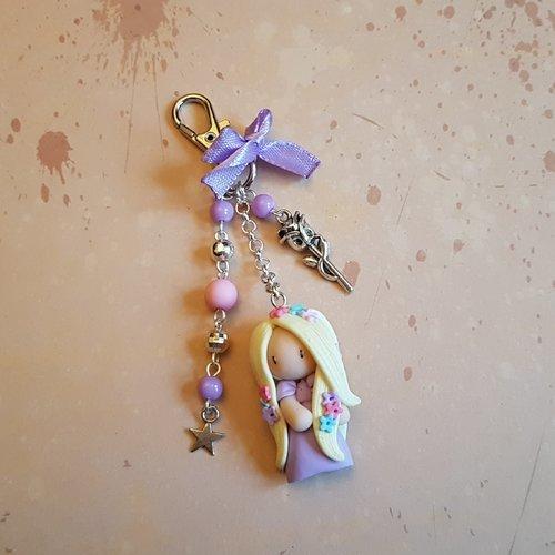 """Porte clés / bijoux de sac poupée """"fleurs"""" de couleurs parme"""